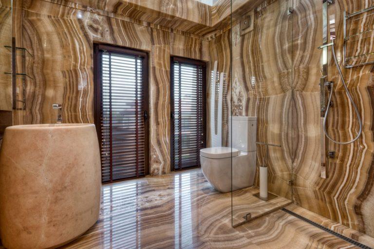 Projekt łazienki z wykorzystaniem kamienia